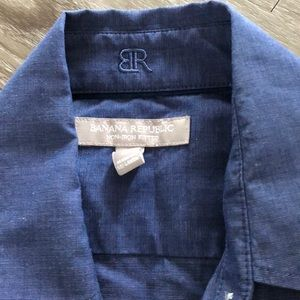 Banana Republic Tops - petite Banana Republic non- iron fitted button up